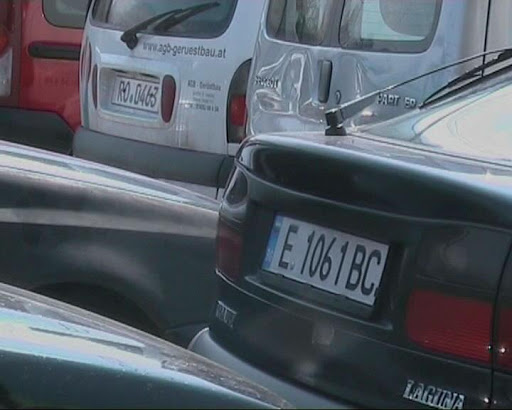 Возилата со странски регистарски таблички ќе се легализираат
