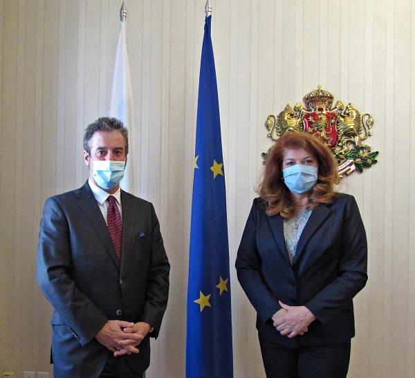 Бугарската потпретседателка: Софија треба да ѝ ја објасни на Европа својата позиција за Македонија
