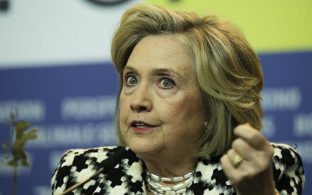Хилари Клинтон едвај дише и тешко се движи