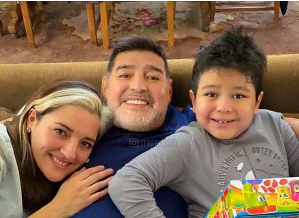 Марадона ја претчустувал смртта: Неколку часови пред срцевиот удар снимил видео за вонбрачниот син