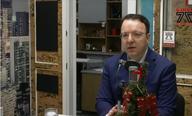 Николоски: Захариева да одговори зошто Македонците не бараа пасоши пред Бугарија да стане член на ЕУ
