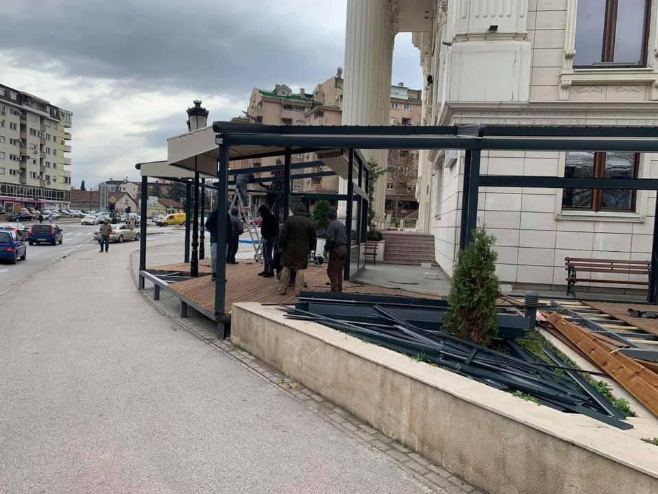 Општина Центар ја урна дивата тераса од гостилницата на Љупчо Ристовски