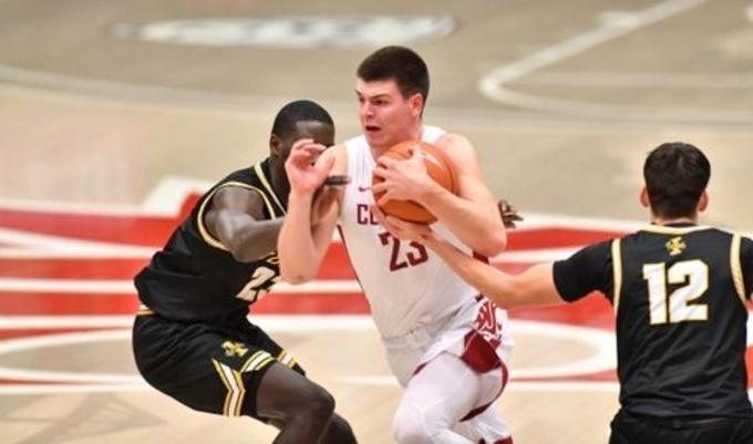 Андреј Јакимовски блеска во НЦАА лигата: Македонскиот кошаркар реди само победи со Вашингтон стејт