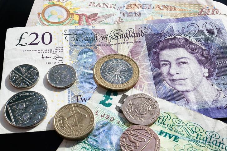 """Британската фунта падна поради новиот """"локдаун"""""""