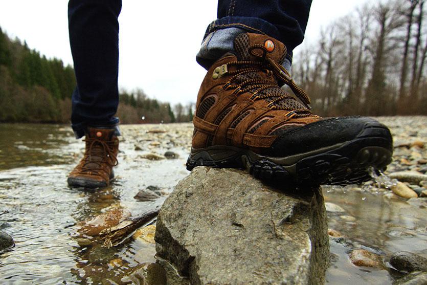 Едностaвна постапка за да ги направите чевлите отпорни на вода и снег