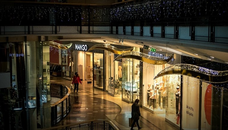 Данска и Словачка ќе ги затворат продавниците и моловите за Божик