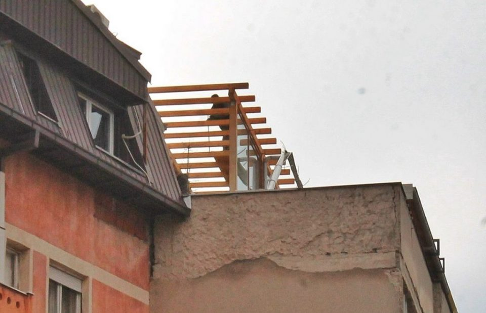 Општина Центар отстранува уште две дивоградби