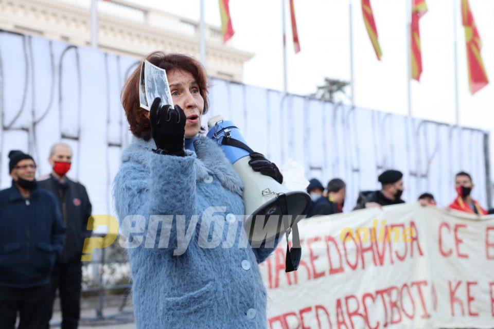 Силјановска Давкова: Не можеме да ги заменуваме традиционално отсутните пратеници од мнозинството и да им ги гласаме законите