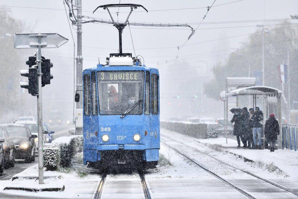 Првиот снег го обеле Загреб: Хрватска зафатена од снежни врнежи