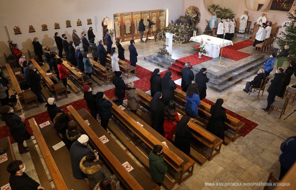 """Претседателот Пендаровски на Света божикна литургија во католичката црква """"Пресвето Срце Исусово"""""""