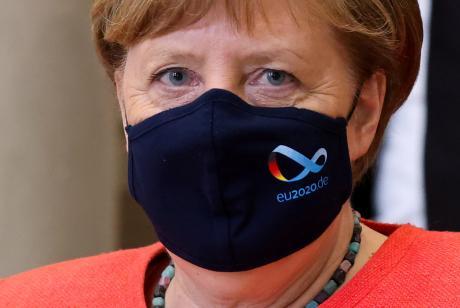 Меркел најави продолжување на строгите мерки до следната година