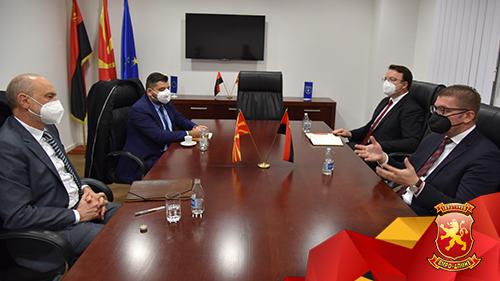 Средба Мицкоски – Гир: Не е европски Македонија да се условува за јазикот, идентитетот и историјата