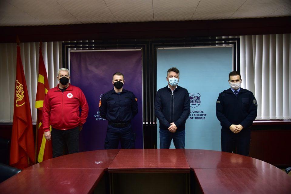 Наградени најдобриот скопски пожарникар, полицаец и крводарител за оваа година