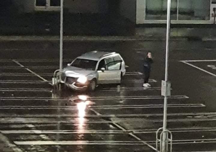 """Мајсторија на празен паркинг пред """"Лидл"""""""