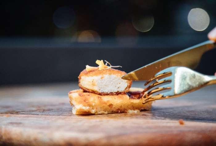 Ресторан во Сингапур почна да служи пилешко произведено во лабораторија