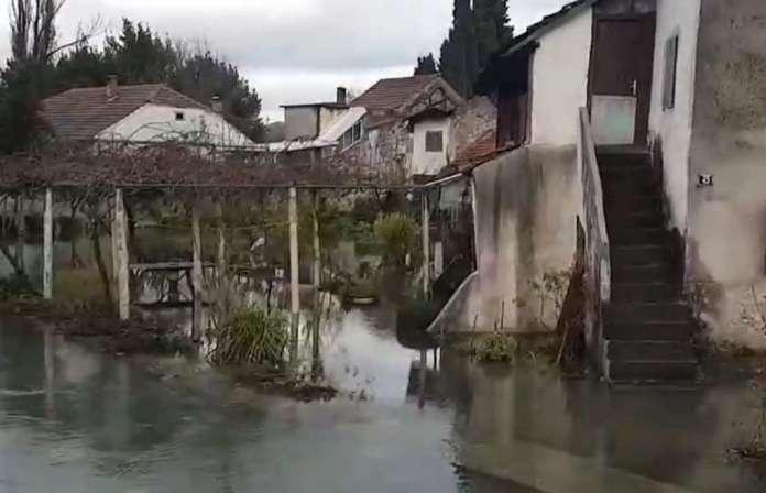 Поплавени куќи, имоти и патишта: Се излеаја неколку реки во Херцеговина