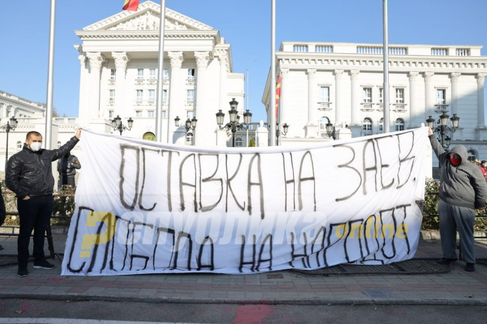 Oд Владата велат декa  за македонскиот идентитет, народ и јазик не се разговара и нема да се преговара