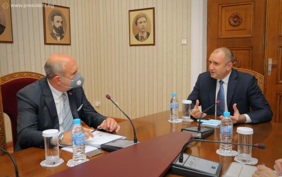 Радев на Бучковски: Не сме го оспориле самоопределувањето, но идентитет не се гради со омраза на братски сосед