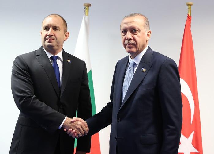Румен Радев го обвини Ердоган дека се обидува да се меша во политиката на Бугарија