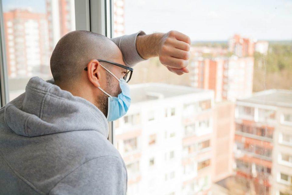 Да се носат маски и по дома, кога ви доаѓаат гости, препорачува СЗО