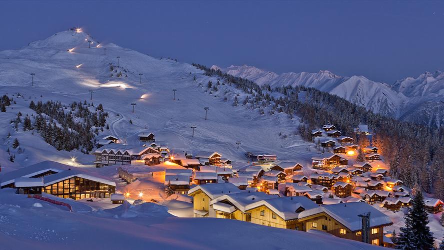 Масовно бегство на стотици Британци од карантин во швајцарски ски-центар