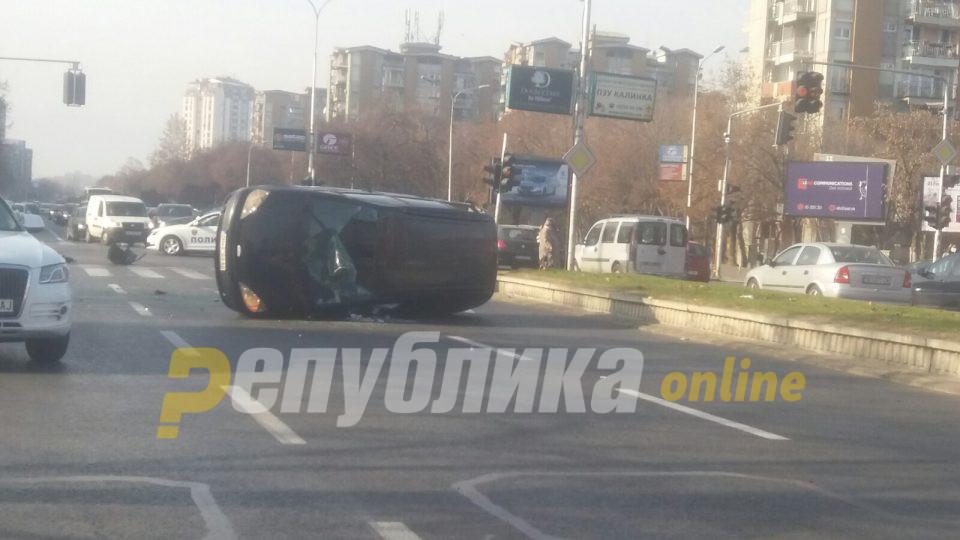 МВР за сообраќајката пред Сити мол: Двајца повредени пренесени во Ургентен