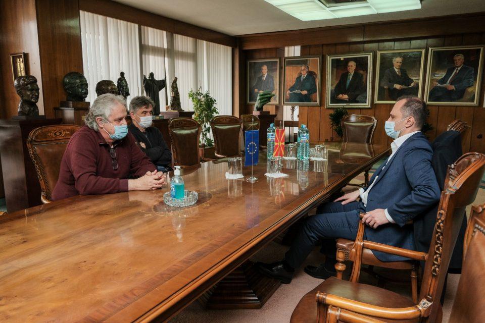 Филипче и претседателот на МАНУ Коцарев разговарале за зголемување на капацитетите на лабораторијата за ковид-19