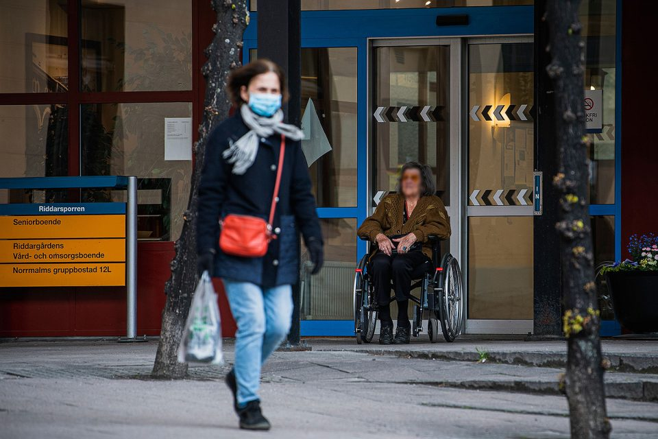 Нема ублажување на анти-ковид мерките: Шведска го одложи планот поради високото ниво на заразени