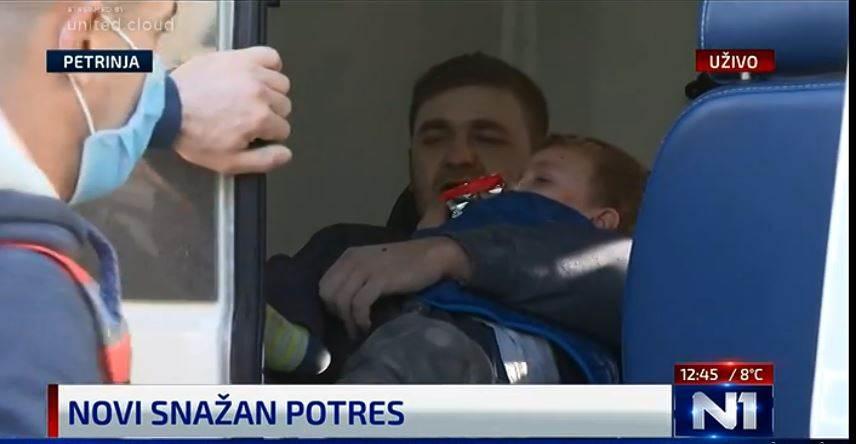 Taтко и син спасени од под урнатините во Петриња