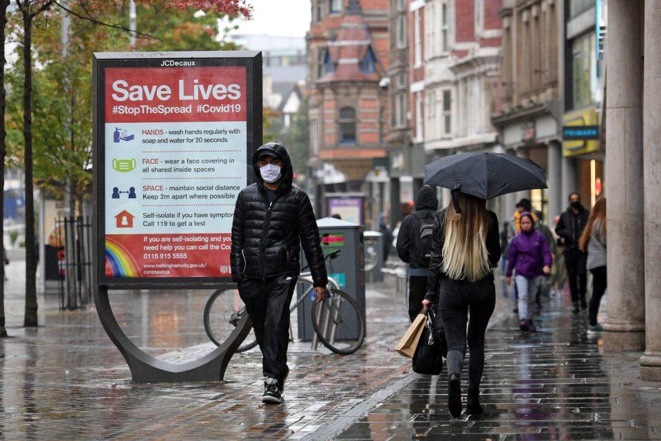 Велика Британија за сите кои влегуваат во земјата ќе бара негативен тест за коронавирусот