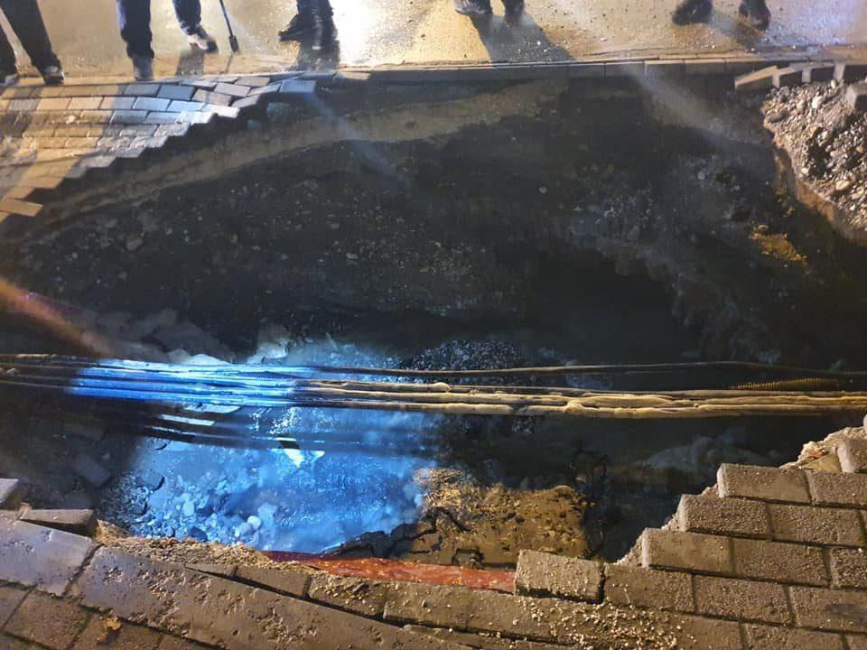 Пукна цевка за вода во близина на МНР