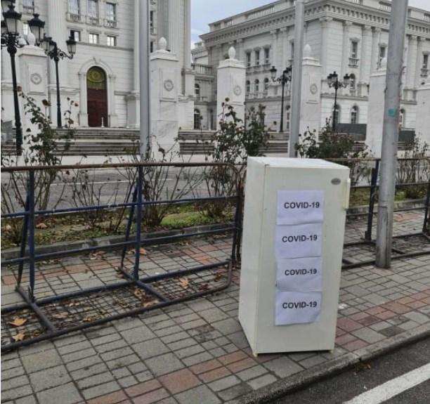 """Фрижидерите на Заев и Филипче """"свечено"""" пристигнаа во владата"""