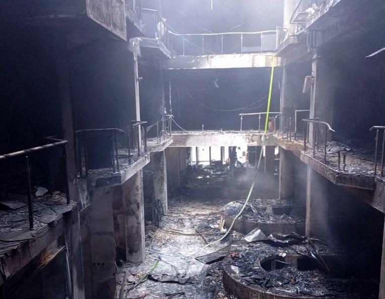 """Сопствениците поделени во три групи: Ќе се проценува штетата од пожарот во """"Глобал"""""""