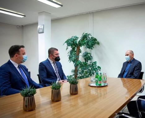 Мицкоски на средба со Јанша: Поддршка од Словенија во процесот за евроинтеграција