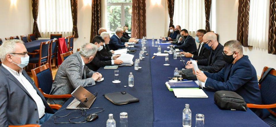 """Се брише придавката """"македонски"""" од официјалните записници на комисиите, ќе се користи """"на Република Cеверна Македонија"""""""