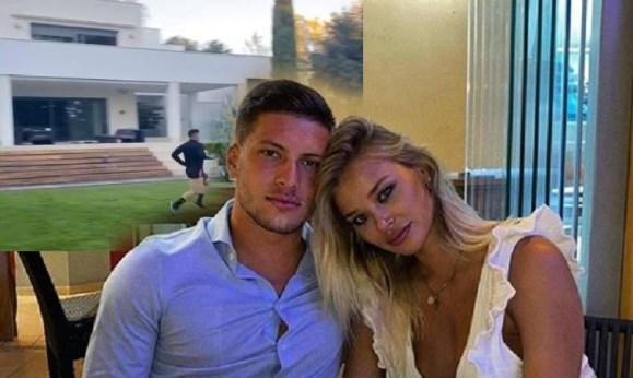 Лука Јовиќ тренира дома додека Софија ужива покрај базен