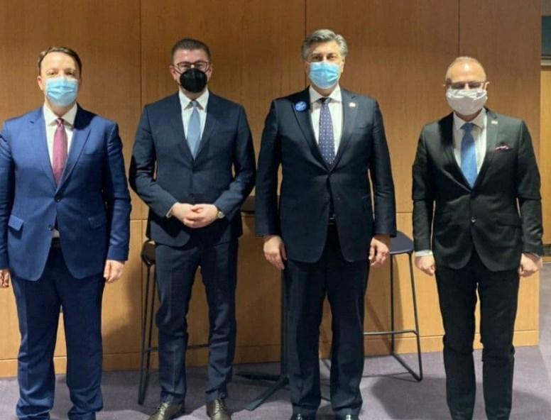 Николоски: Не паметам дека лидер на СДСМ од опозиција се сретнал со премиер на земја-членка на ЕУ