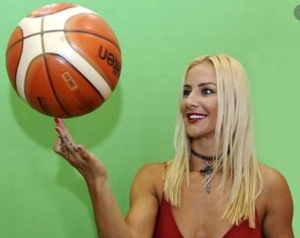 Поранешната кошаркарка Дабовиќ ги покажа тетоважите на меѓуножјето
