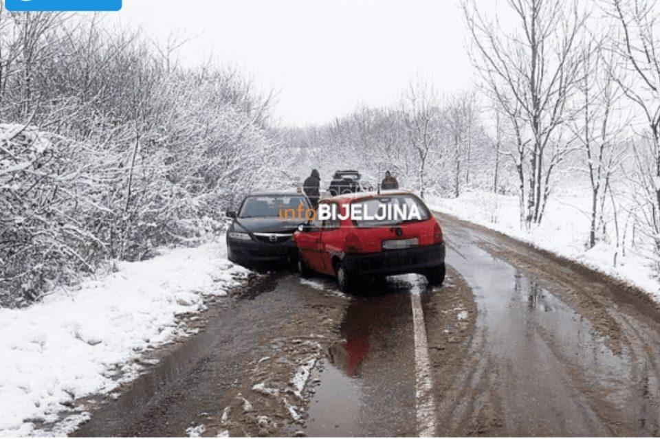 Несекојдневна сообраќајка: Се судрија свекор и снаа