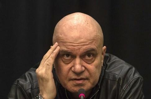 Пејачот и забавувач Трифонов издвојува тесна победа на изборите во Бугарија
