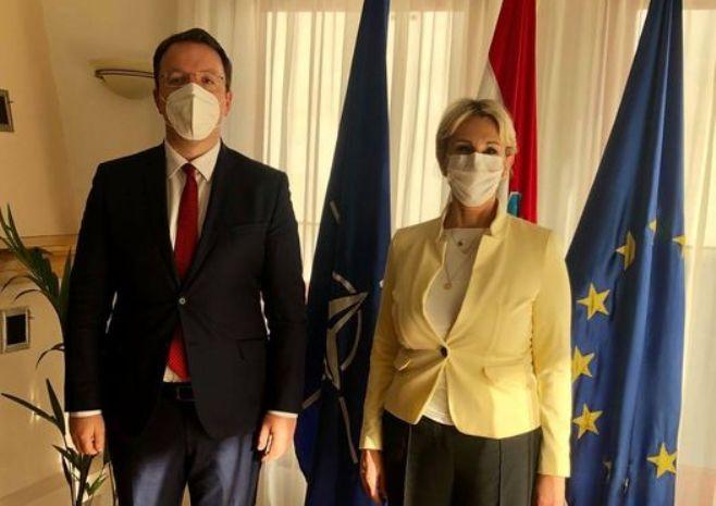 Николоски на средба со хрватската амбасадорка: Хрватска дава поддршка за позитивна афирмација на државата на евроинтегративниот пат