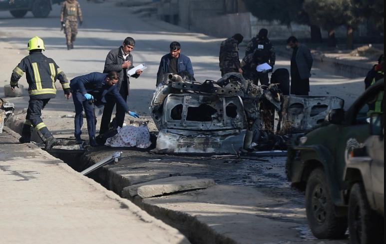 Црн ден во Авганистан: Во три различни напади загинале најмалку 15 луѓе