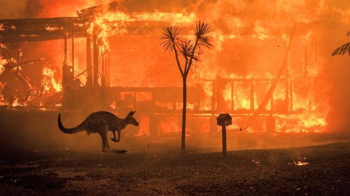 Големи пожари во Австралија, власти повикаа илјадници луѓе да ги напуштат своите домови