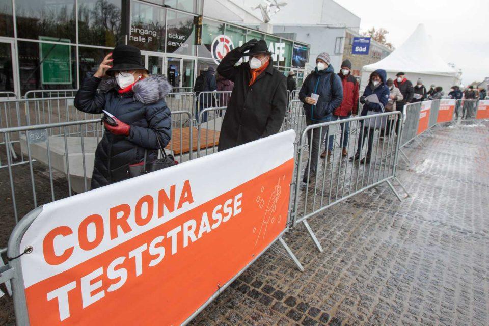 Австрија: Во театар и болница само со негативен ПЦР тест