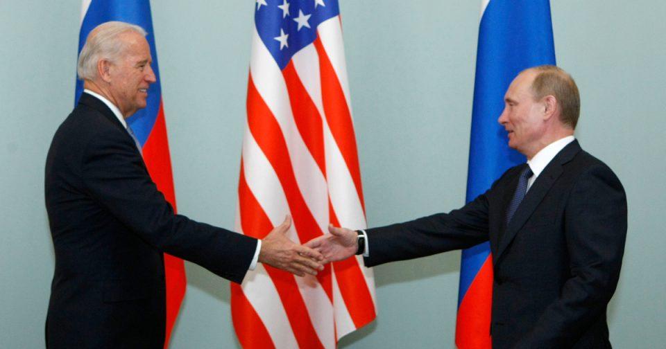 Бајден се пошегува со новинарите: За вас разговаравме со Путин, многу ве поздрави