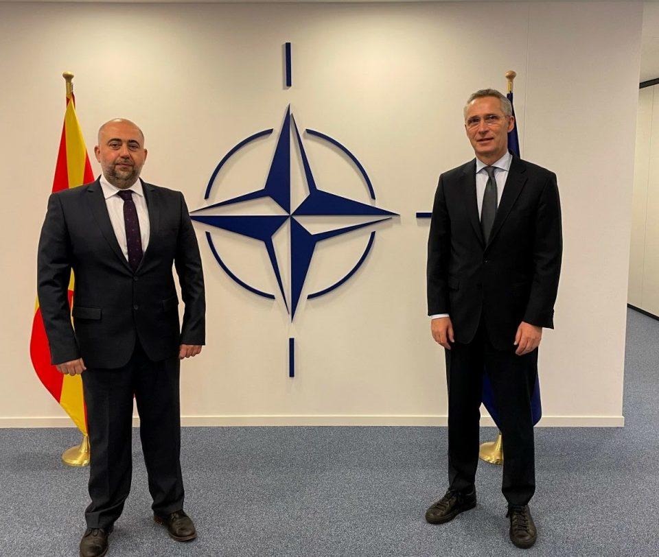 Амбасадорот Талески ги предаде акредитивните писма на генералниот секретар на НАТО