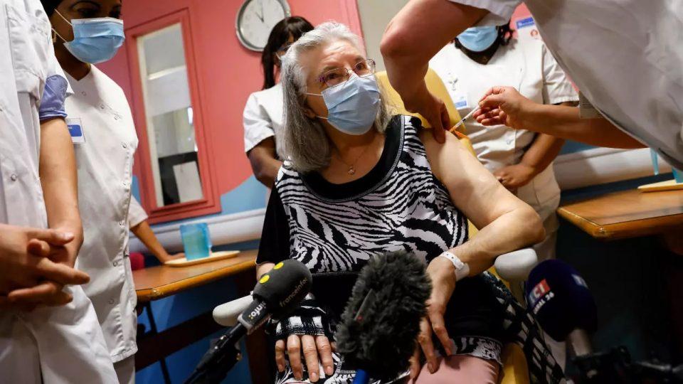 Франција планира до крај на месецов да вакцинира еден милион граѓани