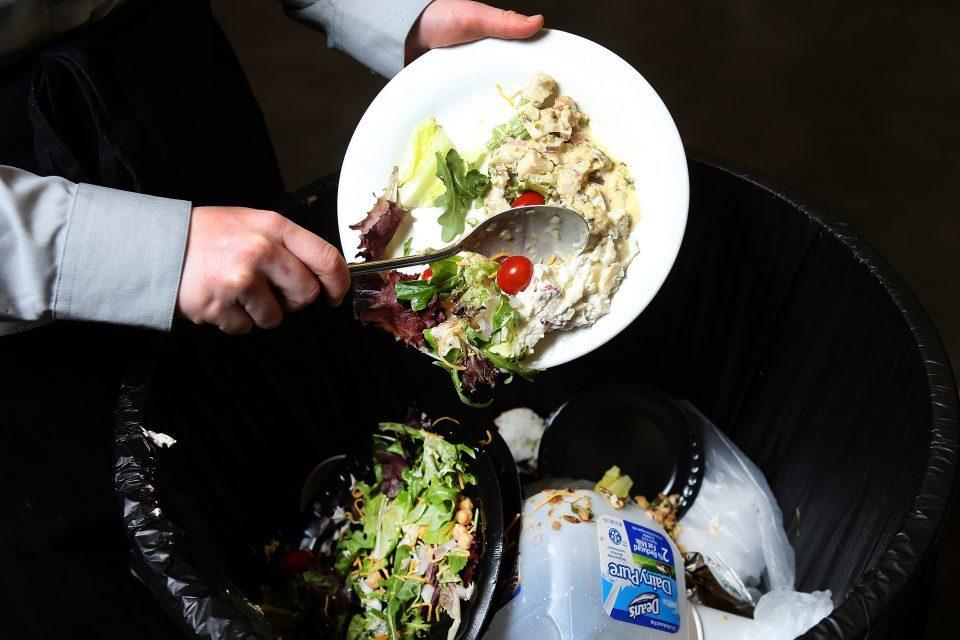 Австријците во просек годишно фрлаат по 60 килограми храни по човек