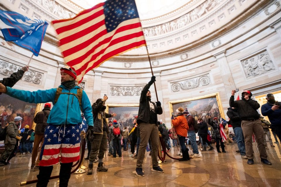 Уапсени 280, а покрената постапка против 300 луѓе за упадот во американскиот Конгрес
