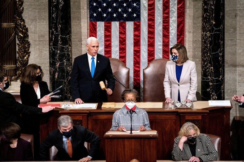 Републиканците во Конгресот сопреа резолуција за импичмент на Трамп